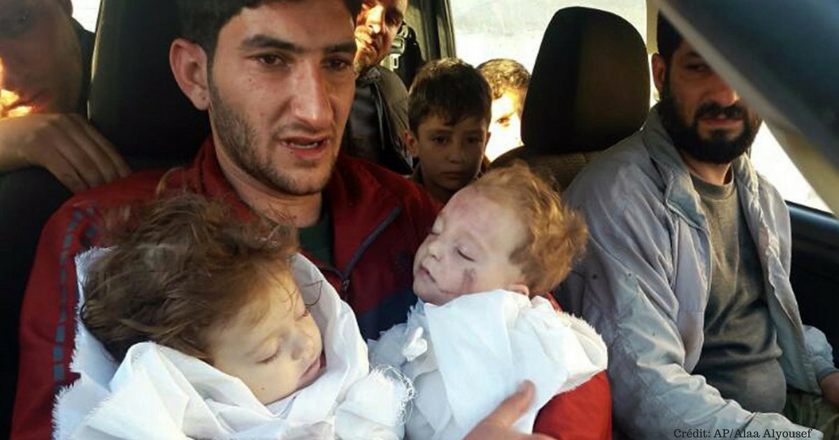 credit  ap alaa alyousef.png?resize=1200,630 - Syrie: la photo de ce papa qui tient les cadavres de ses 2 bébés fait le tour du monde