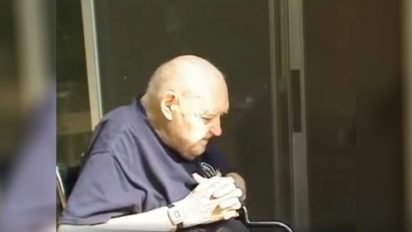 firefighters help retired 1 412x232.jpg?resize=412,232 - 82-Year-Old Man With Dementia Who Constantly Called Firefighters For Help Turned Out To Be The Oldest Living Firefighter In The Area