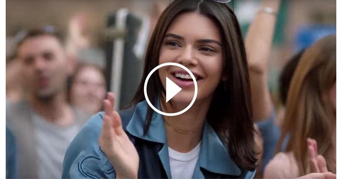 kendall.jpg?resize=1200,630 - Vidéo: découvre la dernière pub Pepsi qui fait scandale