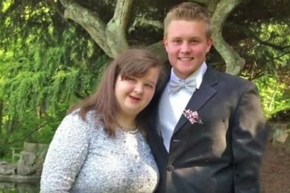 prom 412x275.jpg?resize=412,275 - Football Player Invited Girl With Genetic Disorder To Prom And The Two Became Inseparable