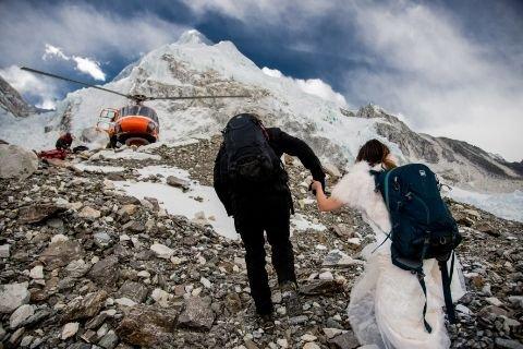 2 caters couple get married on mount everest 19 1494260073 - Ce couple se marie au sommet de l'Everest, les photos sont bluffantes