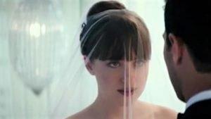 """fa76d4944590421fa1c421cb6afad125 300x169 - ALERTE : voici la première vidéo du mariage de """"50 Nuances Plus Claires""""!"""