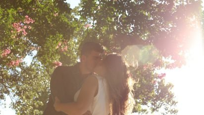 kissing 1149918 1280 412x232.jpg?resize=412,232 - キスする時、頭を「右」に傾けますか?それとも「左」に傾けますか?