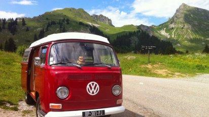 on vous donnelacc82ge 3 412x232.png?resize=412,232 - Le combi VW fête ses 70 ans ! Découvrez les plus jolis design du célèbre van