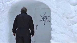 sans titre 2 2 300x169 - Il passe 20 ans dans un igloo et construit un orchestre...en glace