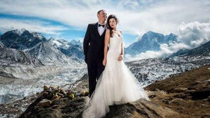 sans titre 6 2 412x232.jpg?resize=412,232 - Ce couple se marie au sommet de l'Everest, les photos sont bluffantes