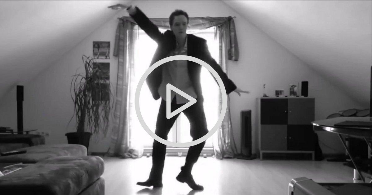 sans titre 7 3 - Il enflamme Internet avec son nouveau style de danse, la vidéo devient virale !