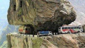 sans titre 7 5 300x169 - Envie de voyage ? Embarquez sur une des 5 routes les plus dangereuses au monde !