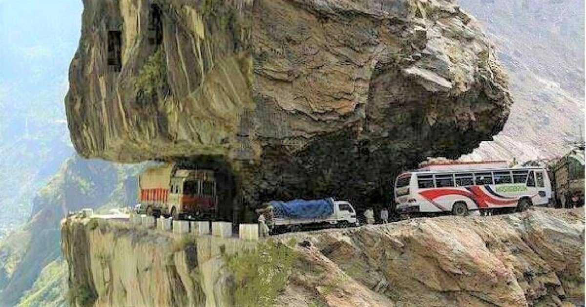 sans titre 7 5.jpg?resize=1200,630 - Envie de voyage ? Embarquez sur une des 5 routes les plus dangereuses au monde !