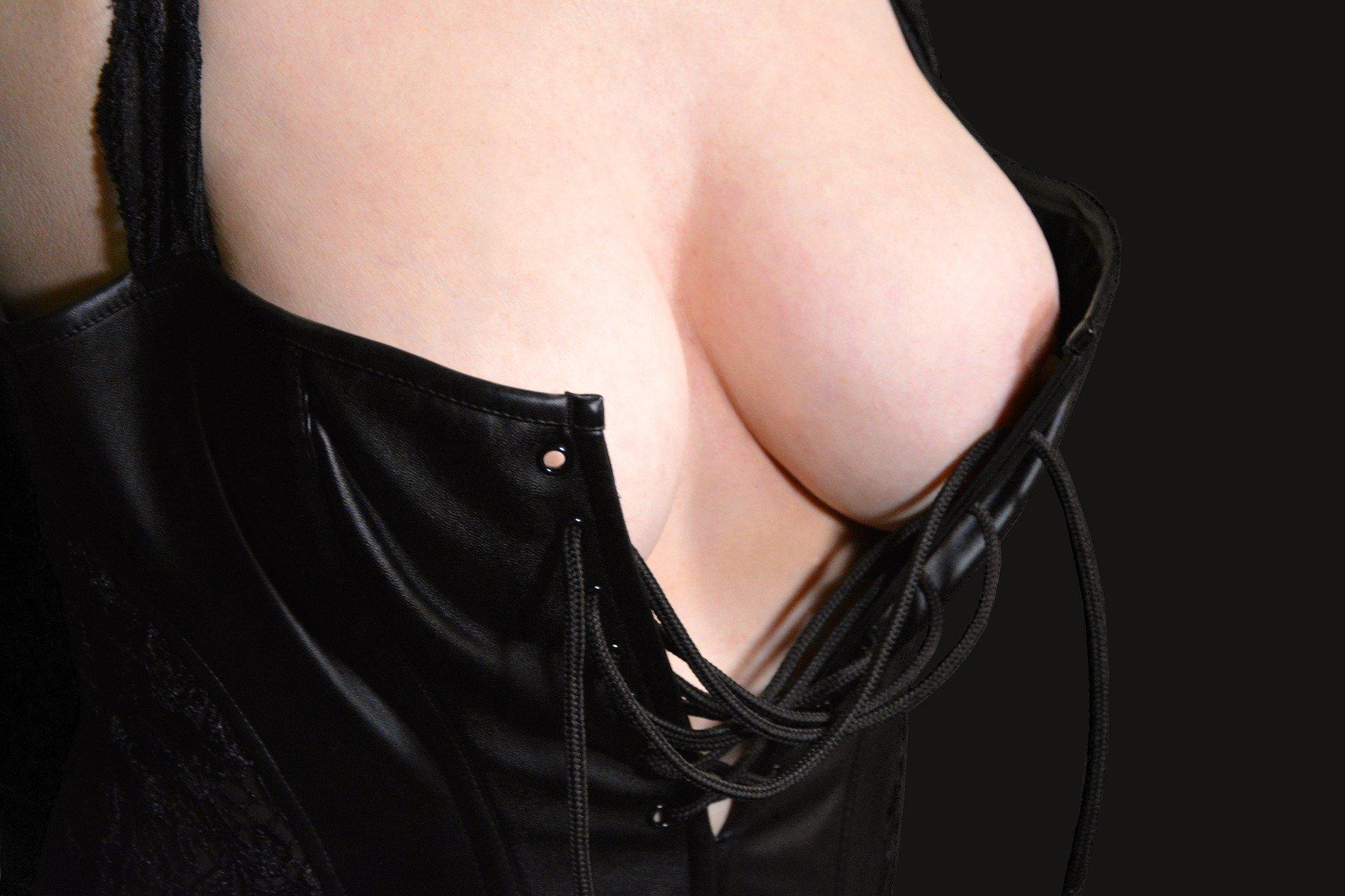 breasts 2293508 1920.jpg?resize=300,169 - 最近何かと話題の泉里香が気になって仕方ない件
