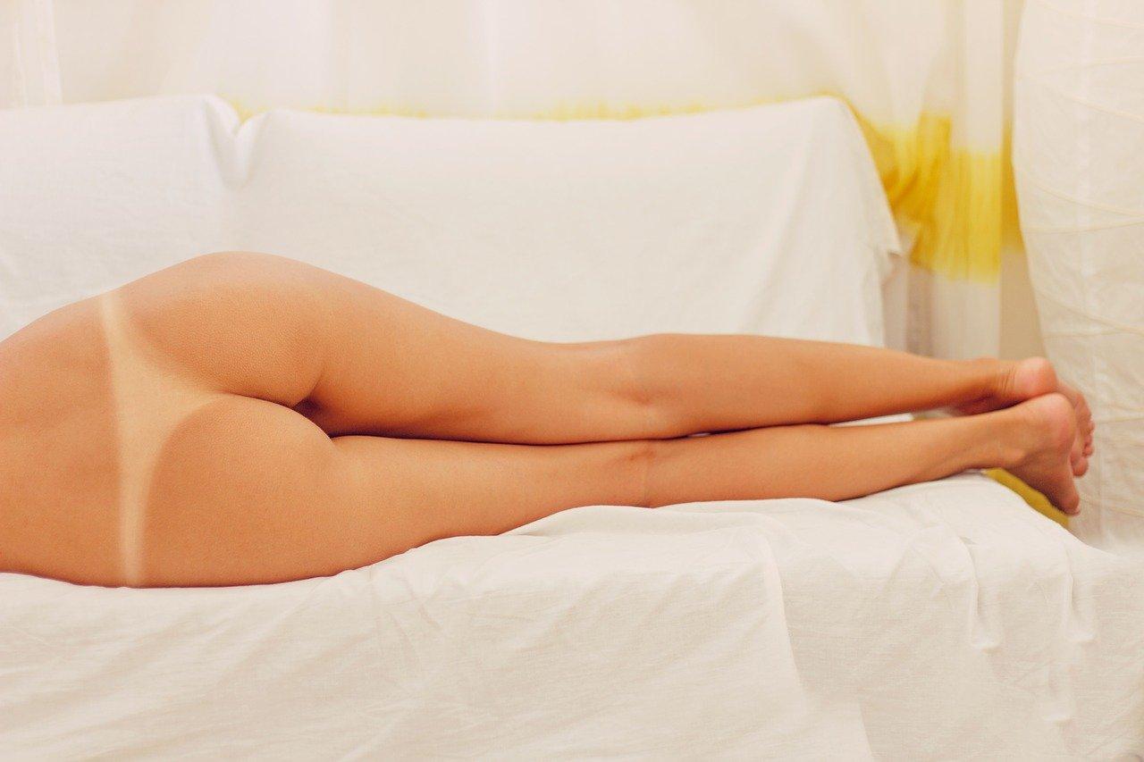 erotic-2549106_1280