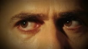 yeux-gros-plan-suspect-look_e1n_4hqu__s0000