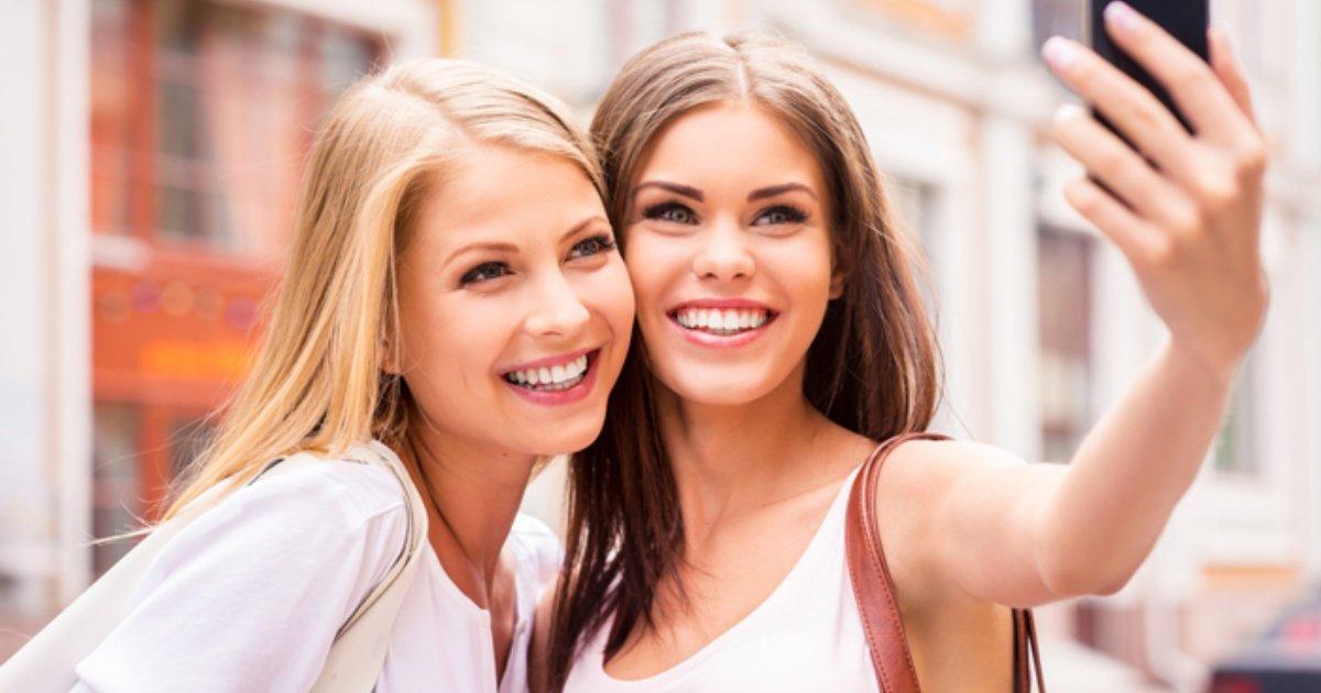 girls taking selfie - Les 20 selfies les plus ratés de tous les temps