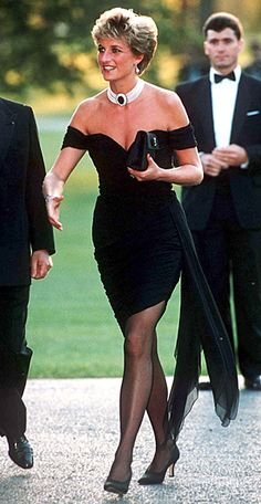 Princess Diana wearing an eye-catching outfit. Image via Pinterest.