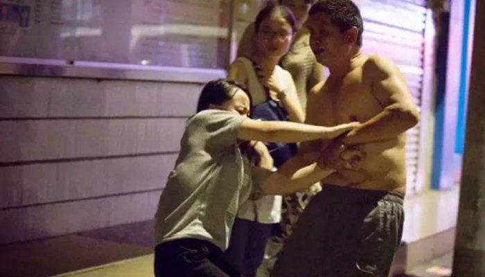 """0 18 - 길거리에서 폭행당한 소녀의 비명...""""1년 동안 아빠가 절 성폭행했어요"""""""