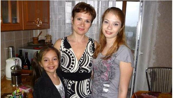 왼쪽부터 12살 딸, 엄마, 큰 딸/Mirror