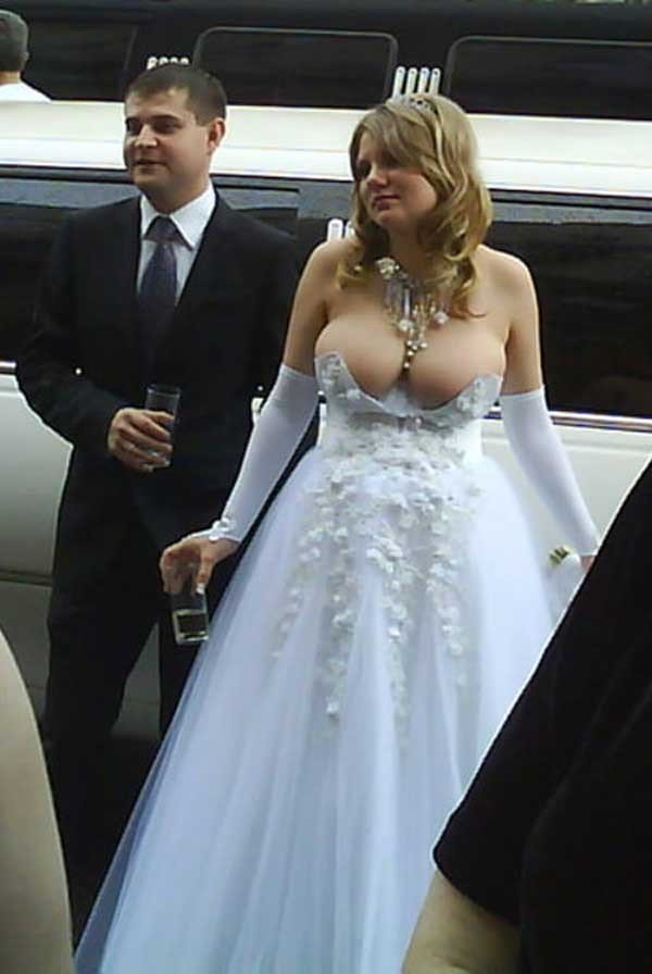 2weirdweddingdress - 18 Wedding Dresses That Are Just Downright Bizarre