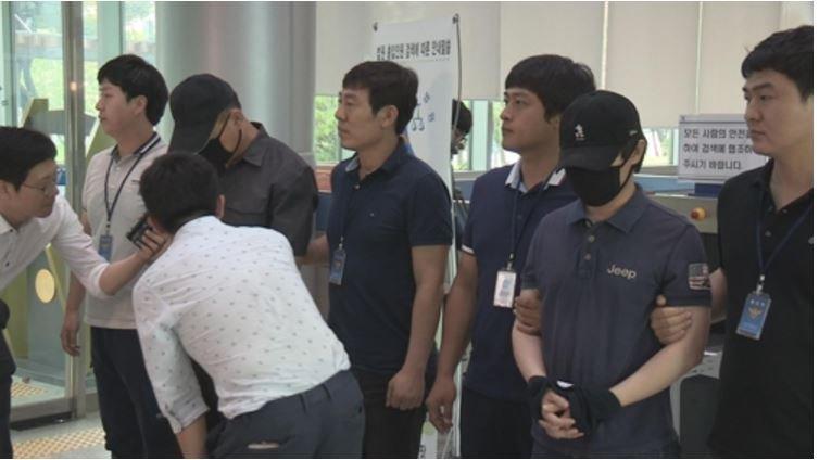왼쪽 김모(52)교사, 오른쪽 한모(42)교사, 연합뉴스
