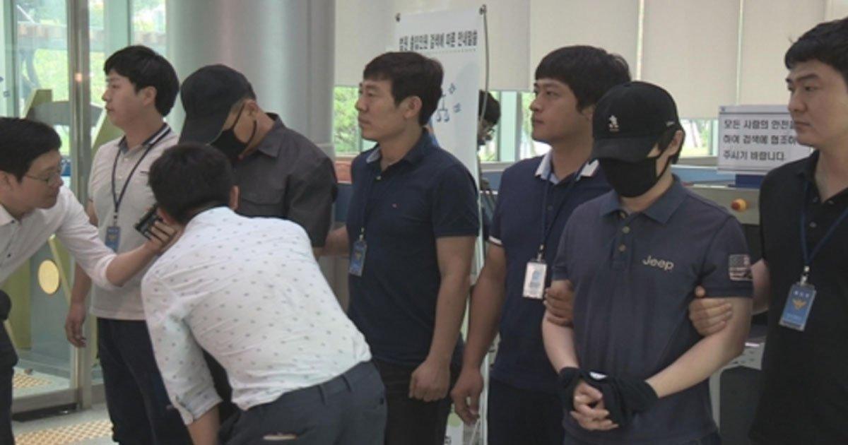 33 - 여고생 수십 명을 성추행한 무개념 男 교사 구속