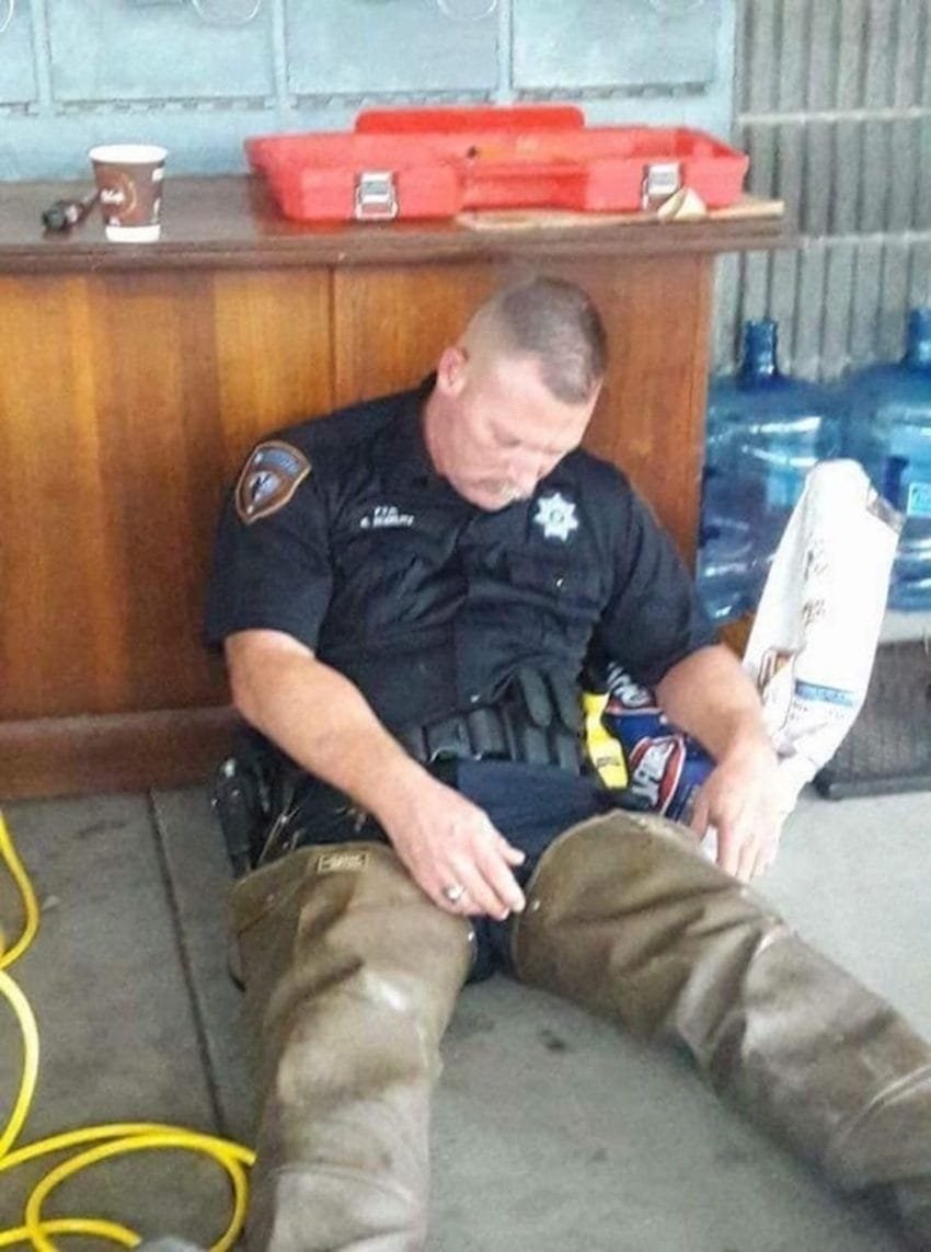 61ozufgyeglyu ggcfwz6rqski9oj5qzxo 24 xmd4y 1 850x1143.jpg?resize=412,232 - Texas Deputy Passes Out In His Rescue Gear After Working Through The Night To Save Flood Victims
