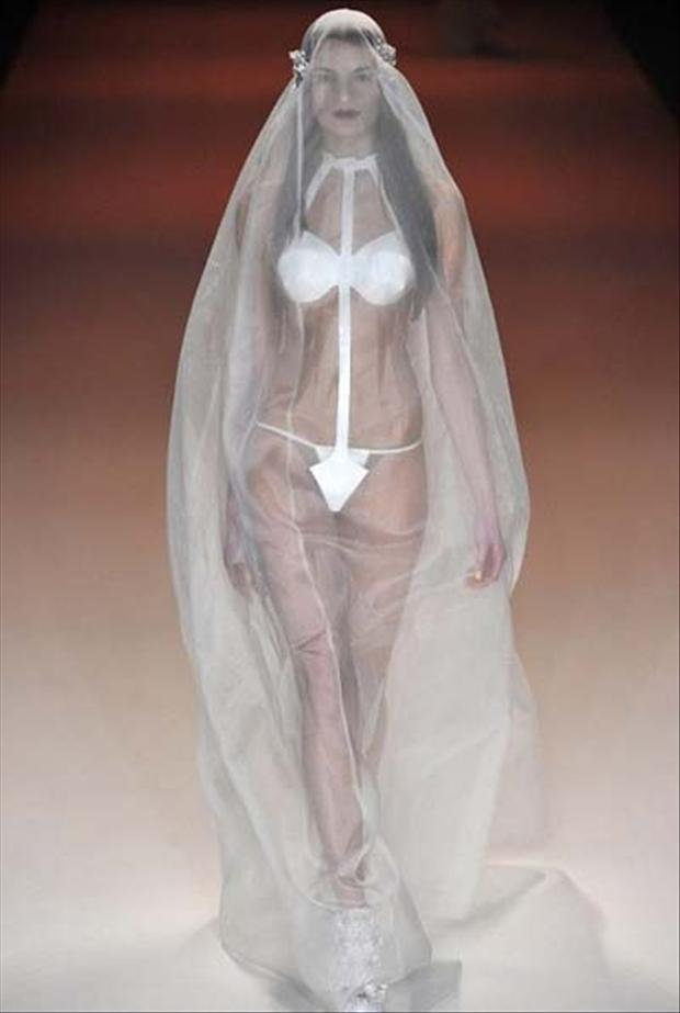 8weirdweddingdress - 18 Wedding Dresses That Are Just Downright Bizarre