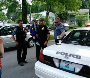 cops-hear-about-little-girl-s-empty-lemonade-stand-decides-to-turn-her-day-upside-down-22659-2