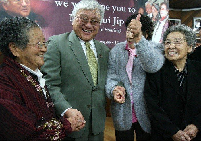 2007년 위안부 사죄 결의안 통과 후... / 이하 연합뉴스