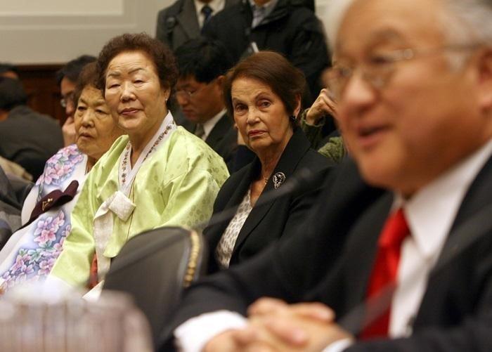 미 의회 공개 청문회 당시, 이용수, 고(姑) 김군자, 얀 러프 오헤른 할머니