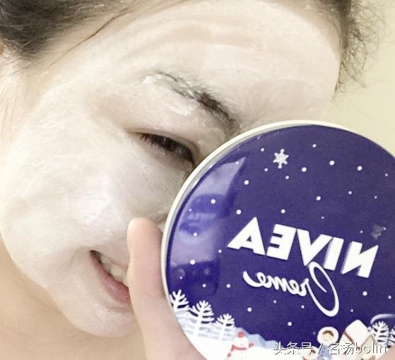 15037342925006.jpg?resize=412,232 - 你沒注意過的平價「妮維雅霜」竟有這「7 種高效使用法!」睡前塗抹,隔天肌膚煥然一新!