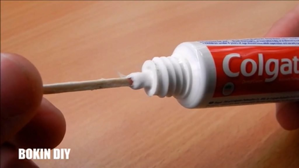 6-toothpaste-life-hacks-you-should-know-mp4_20170928_113941-823