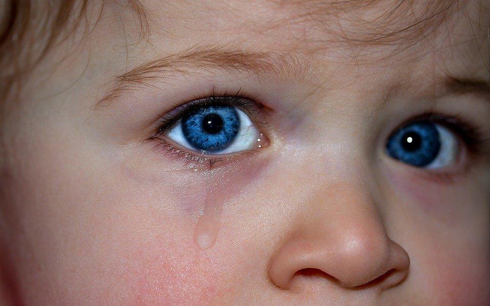 childrens eyes 1914519 960 720 pixabay - 눈 앞부분을 '꾹꾹' 누르면 '쩍쩍' 소리가 나는 이유