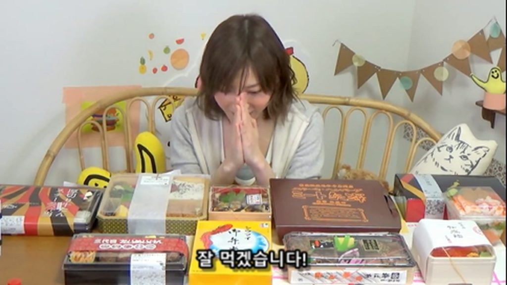 %e3%80%90mukbang%e3%80%91-the-top-10-ekiben-lunch-boxes-from-tokyo-station-142-dollars-in-total-cc-available-mp4_20170928_100435-482