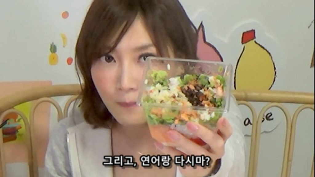 %e3%80%90mukbang%e3%80%91-the-top-10-ekiben-lunch-boxes-from-tokyo-station-142-dollars-in-total-cc-available-mp4_20170928_102043-213