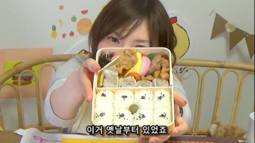 %e3%80%90mukbang%e3%80%91-the-top-10-ekiben-lunch-boxes-from-tokyo-station-142-dollars-in-total-cc-available-mp4_20170928_102139-148