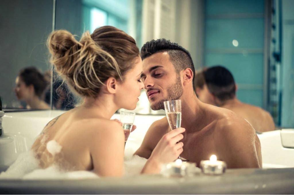 "pareja bano jacuzzi 1024x680 - ""여자친구와의 잠자리가 무서워요"" 성관계 두려움 느끼는 '섹스 공포증'"
