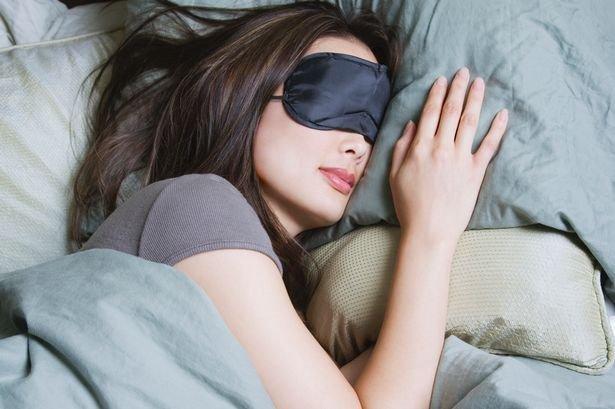woman-sleeping-with-eye-mask
