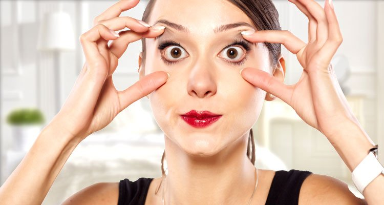 woman training to sleep with her eyes open sleepsugar - 눈 앞부분을 '꾹꾹' 누르면 '쩍쩍' 소리가 나는 이유