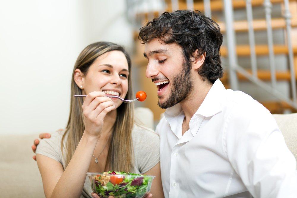 1 57 - Seu relacionamento influencia até o que você come, descobre estudo
