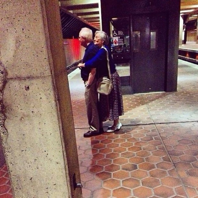 1165510-xx-photos-proving-that-couples-can-have-fun-at-any-age__605-650-d672bfb2e0-1505246679
