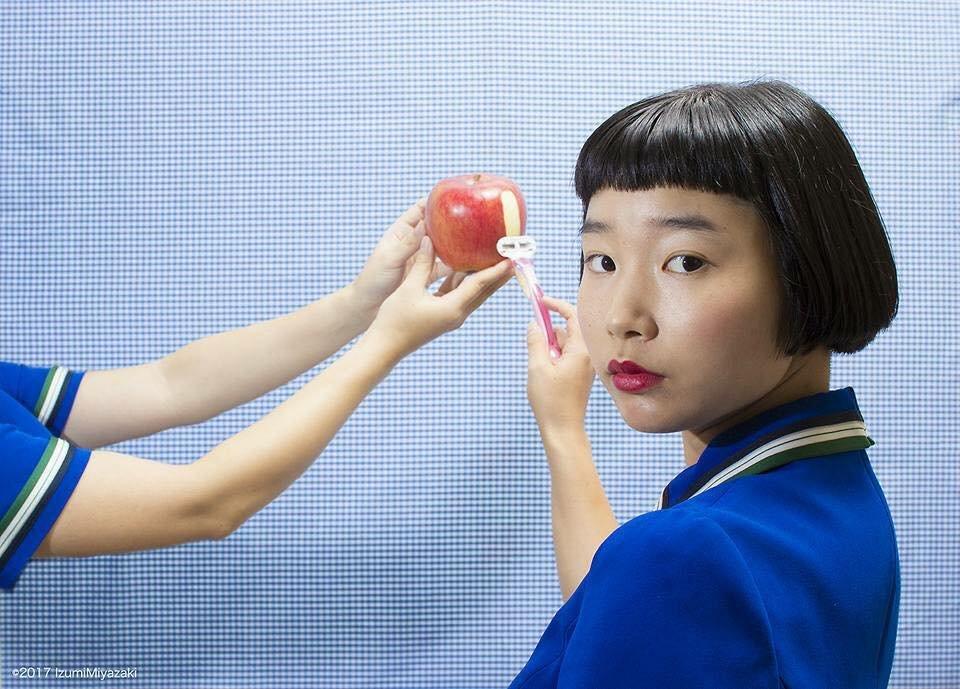 19732358 630647373808130 6171001108948675544 n - '어마어마한 상상력'이 돋보이는 일본 사진작가의 초현실적 작품들 (사진 20장)