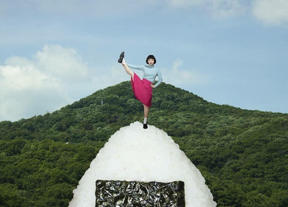 19905126 630647317141469 6553760469219655021 n - '어마어마한 상상력'이 돋보이는 일본 사진작가의 초현실적 작품들 (사진 20장)