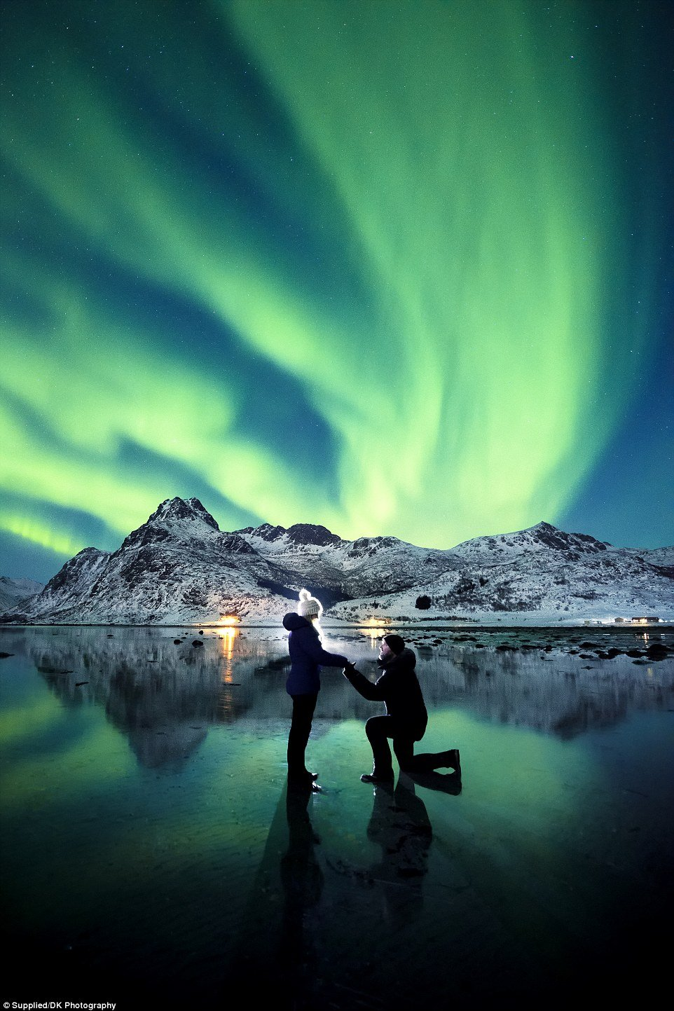 3e0eca2f00000578 4291770 image a 87 1488934377714.jpg?resize=300,169 - Couple Take Breathtaking Proposal Photo With The Northern Lights