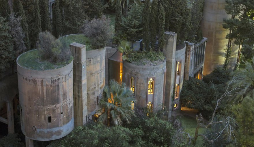 cement factory renovation la fabrica ricardo bofill 58b3e6b8711f9  880.jpg?resize=648,365 - Old Cement Factory Turns Into Architect's Home... Its Interior Is Literally Stunning
