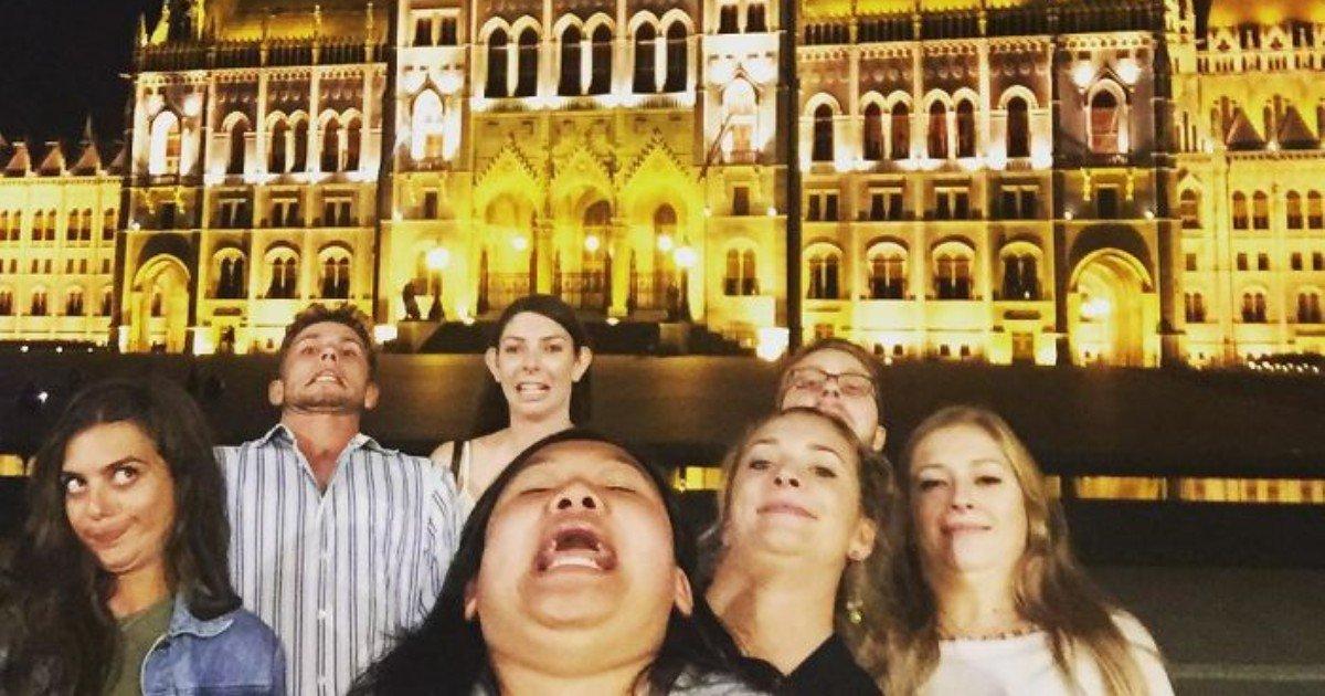 chinnng funny selfies instagram michelle liu 3 59e060f64391e  700 1.jpg?resize=412,232 - 재미있는 포즈로 세계의 기념 사진을 찍은 여성... 누리꾼 '폭소'