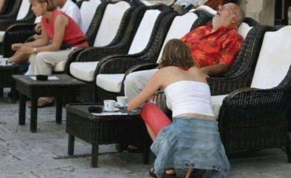 e89ea2e5b995e5bfabe785a7 2017 10 03 e4b88be58d882 26 51 - 15張「拍照前沒注意角度」的爆笑詭異照片,剛好抓到超哭夭的悲劇瞬間!笑到並軌!
