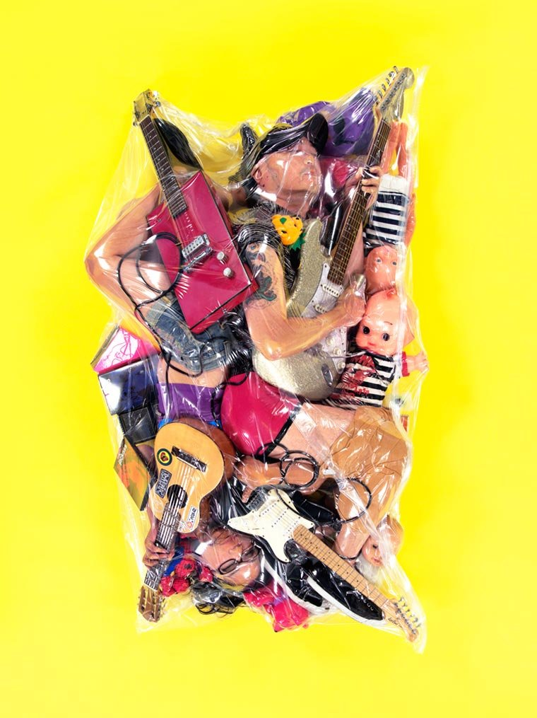 "flesh love returns haruhiko kawaguchi 4 - ""딱 붙어 있을거야"" 일본에서 화제 된 '진공 포장' 커플 사진"