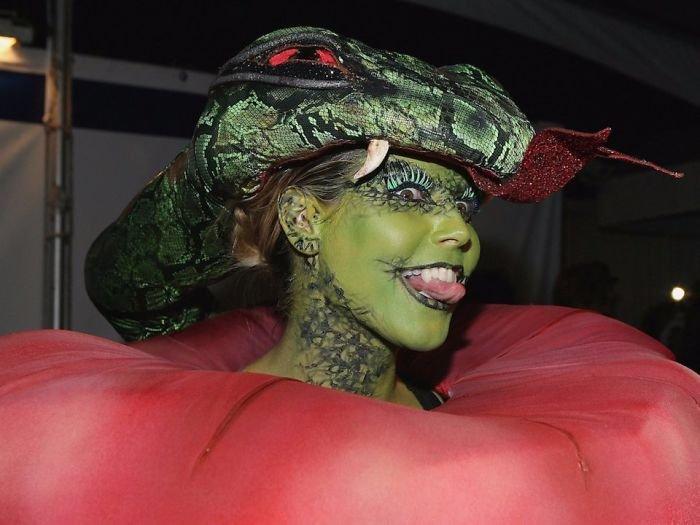 halloween-costumes-heidi-klum-47-59eef460dba9a__700