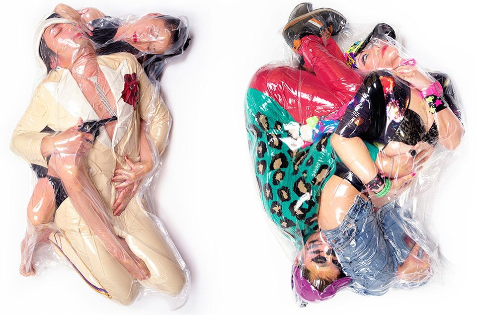 """neu 1 - """"딱 붙어 있을거야"""" 일본에서 화제 된 '진공 포장' 커플 사진"""