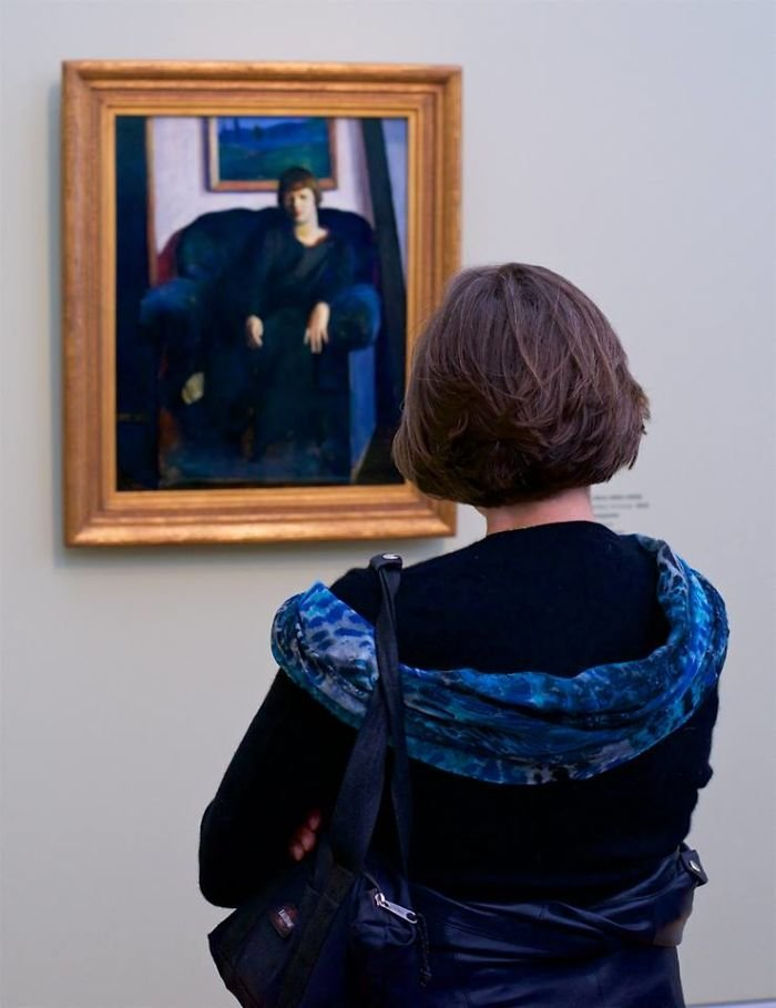 photographer-goes-through-the-museums-to-capture-the-similarities-between-the-paintings-and-the-visitors-and-the-result-will-impress-you-59e6fb07d4562__700