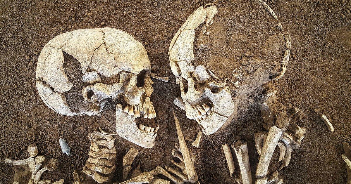 1 356 - 죽음도 가르지 못한 이들의 사랑...'키스'하며 숨 거둔 한 쌍의 연인
